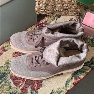 UGG Shoes - NEW UGG ISLAY Color: MOLE